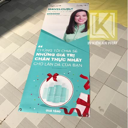 đặt in standee chữ x